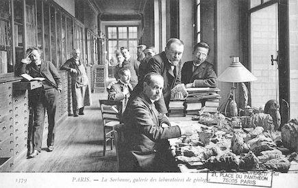110  La Sorbonne. Galerie des laboratoires de Géologie