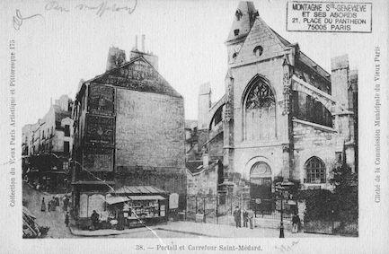 135  Eglise St Médard. Carrefour et portail