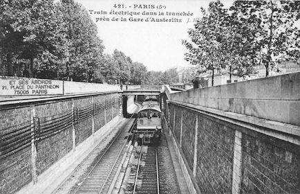 186  Train électrique dans la tranchée près de la gare d'Austerlitz
