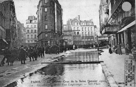 275 La grande crue de la Seine. Inondation de la rue Lagrange