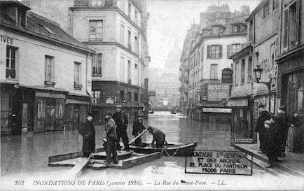 279 Inondations de Paris (janvier 1910). La rue du Haut-pavé