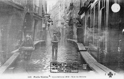 285 Paris-Venise. Inondations 1910. Rue de Bièvre