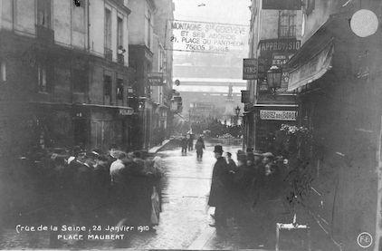 292 Crue de la Seine. 28 janvier 1910. Place Maubert
