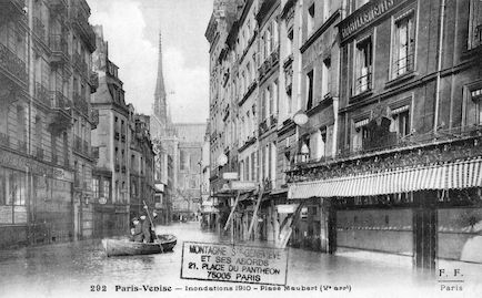 293 Paris -Venise. Inondations 1910. Place Maubert