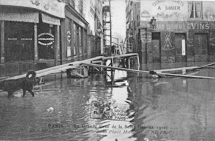 296 La grande crue de la Seine (janvier 1910). Inondation du quartier de la Place Maubert