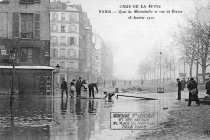 305 Crue de la Seine. Quai de Montebello et rue de Bièvre. 28janvieriver 1910
