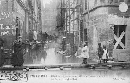 311 Paris inondé. Cliché du 28 janvier 1910.La rue de l'Hôtel Colbert