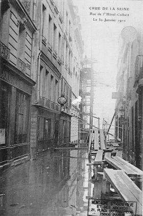 313 Crue de la Seine.Rue de l'Hôtel Colbert le 30 janvier 1910