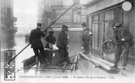 316 Inondations de Paris (janvier 1910) Un radeau rue de la Bûcherie