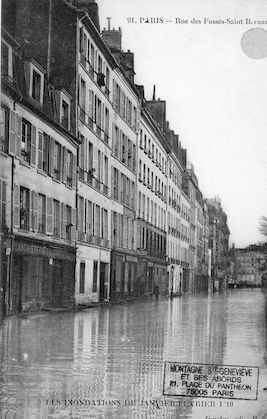 321 Les inondations de Janvier-février 1910. Rue des Fossés Saint Bernard
