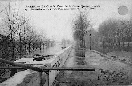322 La grande crue de la Seine (janvier 1910).Inondation du port et du quai Saint Bernard