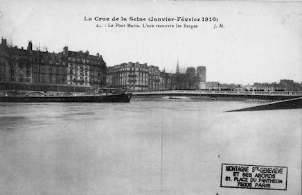 323 La crue de la Seine(janvier-février 1910) Le pont Marie. L'eau recouvre les Berges