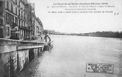 325 La crue de la Seine (janvier-février 1910) Quai de Bethune au pont de la Tournelle