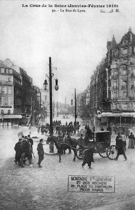 329 La crue de la Seine (janvier-février 1910) La rue de Lyon