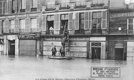 333 La crue de la Seine (janvier-février1910) Un sauvetage quai des Grands-Augustins