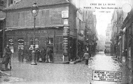 335 Crue de la Seine.Place Saint-André-des-Arts. Janvier 1910