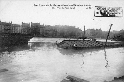 336 La crue de la Seine (janvier-février 1910) Vers le pont Royal