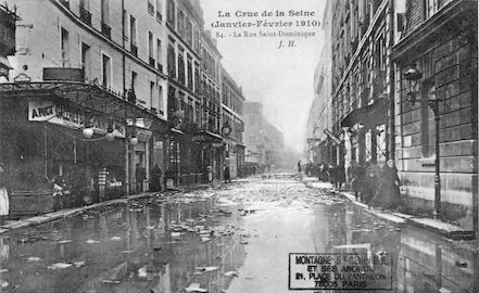 339 La crue de la Seine (janvier-février 1910). La rue saint Dominique
