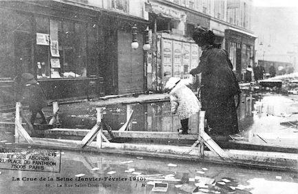 340 La crue de la Seine (janvier-février 1910) La rue Saint Dominique