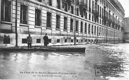 343 La crue de la Seine janvier-février 1910)La rue de Lille inondée