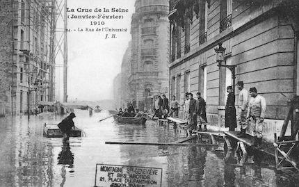 345 La crue de la Seine (janvier-février 1910) La rue de l'Université