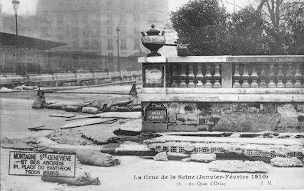 347 La crue de la Seine (janvier-février 1910) Au quai d'Orsay