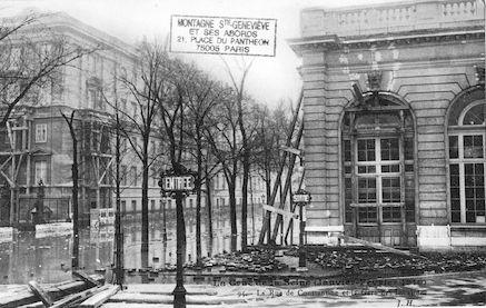 350 La crue de la Seine (janvier-février 1910). Rue de Constantine-Gare des Invalides