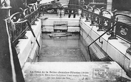 355 La crue de la Seine (janvier-février 1910) Sortie du Métro gare Saint Lazare