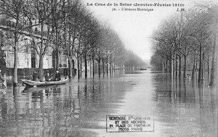 359 La crue de la Seine (janvier-février 1910). L'avenue Montaigne