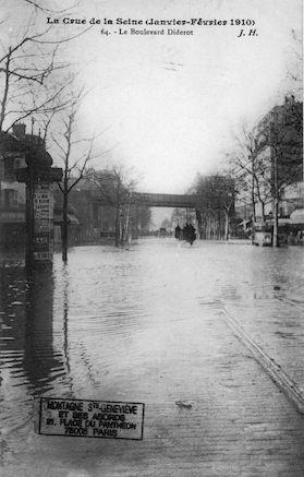362 La crue de la Seine (janvier-février 1910). Le boulevard Diderot