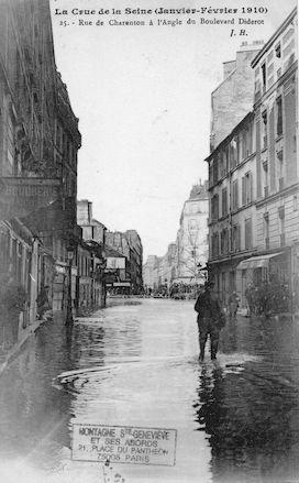 363 Crue de la Seine (jan-fév 1910) Rue de Charenton à l'angle du bd Diderot
