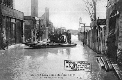 368 La crue de la Seine (janvier 1910). La rue Van-Loo à Passy
