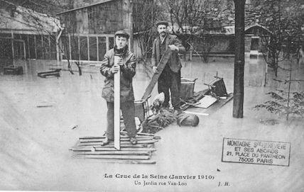 369 La crue de la Seine (janvier 1910) Un jardin rue Van-Loo