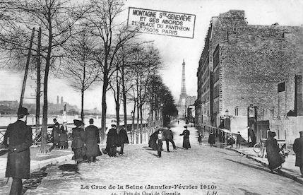 381 La crue de la Seine (janvier-février 1910) Près du quai de Grenelle