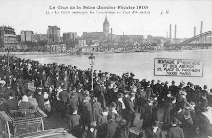 393 Crue de la Seine (jan-fév 1910) La foule contemple les inondations- Pont d'Austerlitz