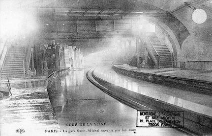 397 Crue de la Seine. La gare Saint Michel envahie par les eaux