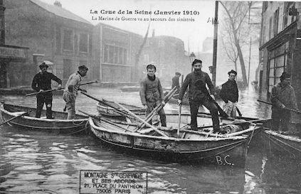 401 La crue de la Seine (janvier 1910) La Marine de Guerre va au secours des sinistrés