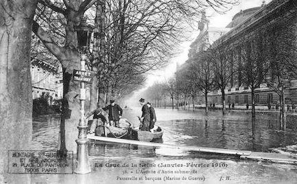 403 Crue de la Seine (jan-fév 1910) Avenue d'Antin. Passerelle et barques