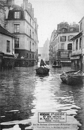 406 La crue de la Seine (janvier-février 1910) Place Maubert, la Marine de guerrre