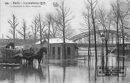 408 Inondations 1910 La passerelle du Métro (Austerlitz)