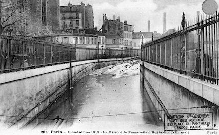 409 Inondations 1910. Le Metro à la passerelle d'Austerlitz