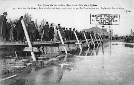 411 Crue de la Seine (jan-fév 1910) Le pont à la Birago aux Invalides
