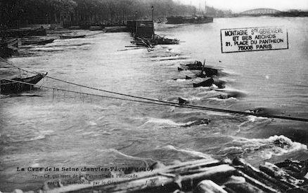 412 Crue de la Seine (jan-fév 1910) Passerelle de l'Estacade destruite par le Génie