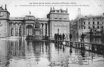 414 Crue de la Seine (jan-fév 1910) Passerelle rue de Bourgogne-Palais Bourbon