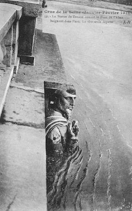 419 Crue de la Seine (jan-fév 1910) La statue du Zouave au pont de l'Alma