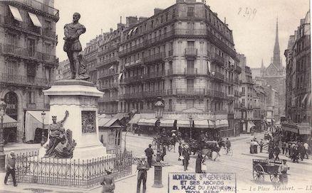 42 Place Maubert. Monument à Etienne Dolet