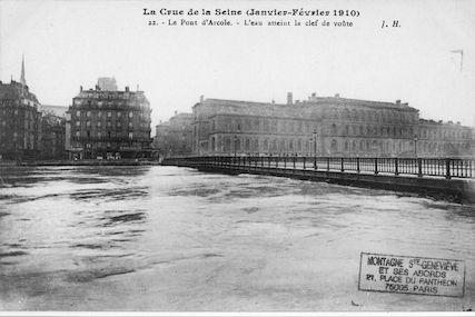 423 Crue de la Seine (jan-fév 1910) Pont d'Arcole. L'eau atteint la clef de voûte
