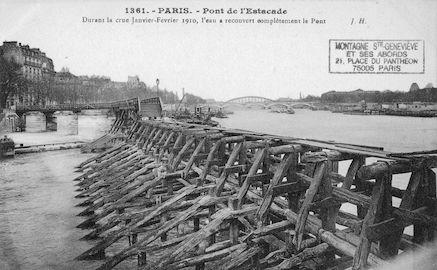 427 LCrue de la Seine (jan-fév 1910) l'eau a recouvert complètement le pont