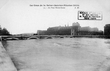 436 La crue de la Seine (janvier-février 1910) Au pont Notre-Dame