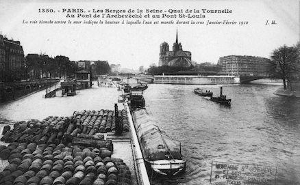 439 La Seine. Quai de la Tournelle. Pont de l'Archevêché et  pont St. Louis